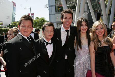 Noah Munck, Jerry Trainor, Nathan Kress, Jennette McCurdy and Miranda Cosgrove