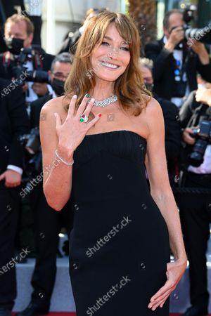 Carla Bruni-Sarkozy with italian themed fingernails and ring