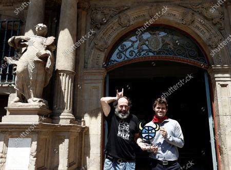Norwegian chess master Magnus Carlsen (R) poses with Spanish businessman Mikel Urmeneta after receiving the 'Premio Guri del Ano' award during the San Fermin Mundial chess festival held in Pamplona, Navarra, Spain, 10 July 2021.