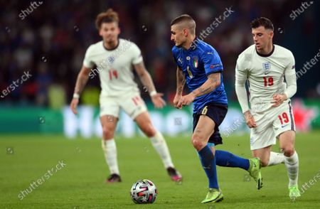 Marco Verratti of Italy (C) in action against Mason Mount of England (R) during the UEFA EURO 2020 final between Italy and England in London, Britain, 11 July 2021.