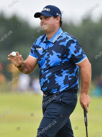 Patrick reed acknowledges the crowd on the 1st green