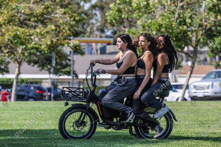 Irvine, CA, Sunday, July 11, 2021 - Francesca Mathus drives as friends Imani Nelson and Zara Bian ride along at Mike Ward Community Park. (Robert Gauthier/Los Angeles Times)