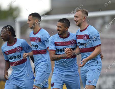 Jarrod Bowen (R) of West Ham United celebrates scoring with Manuel Lanzini
