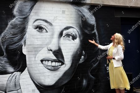 Stock Image of New mural of Dame Vera Lynn in East Ham London, where she was born unveiled by her daughter Virginia painted by Gnasher for Murwalls