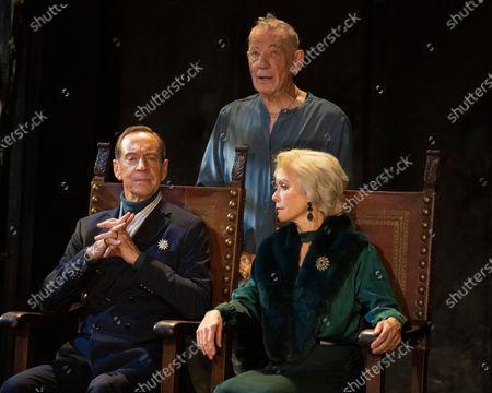 Jonathan Hyde as Claudius, Ian McKellen as Hamlet, Jenny Seagrove as Gertrude