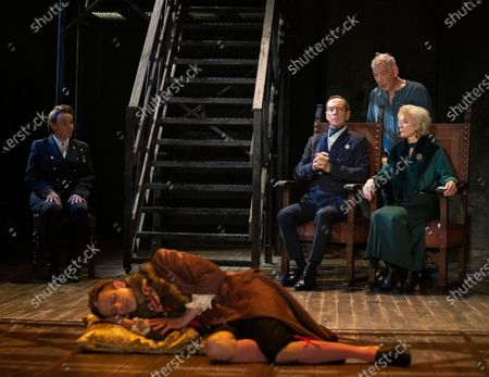 Frances Barber as Polonius, Nick Howard-Brown as Player King,  Jonathan Hyde as Claudius, Ian McKellen as Hamlet, Jenny Seagrove as Gertrude