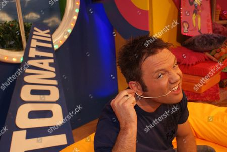 FILTHY FACTS 2010 - T0XIX Pictured - GMTV Toonattik Presenter Jamie Rickers with chewing gum behind his ear