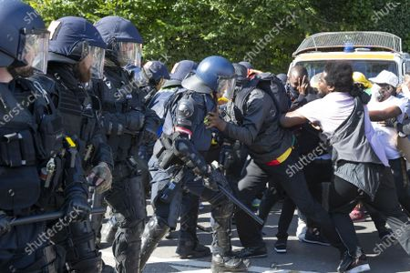 Swiss riot police clash with opponents of Cameroon's President Paul Biya who protest against his presence in Geneva, during a demonstration at place des Nations in front of the European headquarters of the United Nation in Geneva, Switzerland, 17 July 2021.