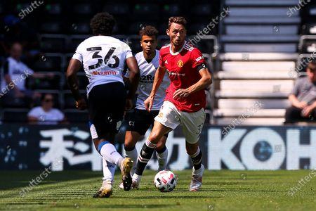 Nemanja Matic of Manchester United looks for options