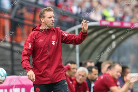 Head coach Julian Nagelsmann (FC Bayern Munich) gives instructions on the side of the field, FC Bayern Munich vs. 1 FC Cologne, test game, 17.07.2021/action press