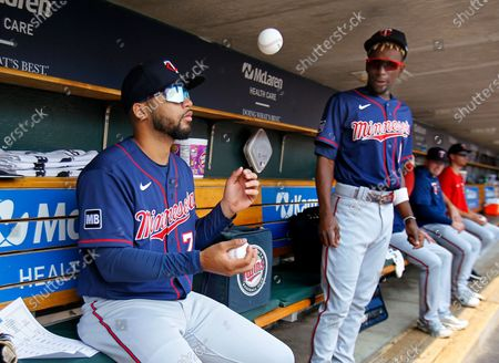 Stock Image of Minnesota Twins' Gilberto Celestino, left, practices juggling under the watch of Nick Gordon before the team's baseball game against the Detroit Tigers, in Detroit