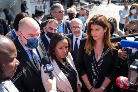 Marlene Schiappa and Pnina Tamano Shata, Israeli Minister of Immigration and Integration, ugly a wreath of flowers in front of the Hyper Kosher on Tuesday in tribute to the victims of the attack.