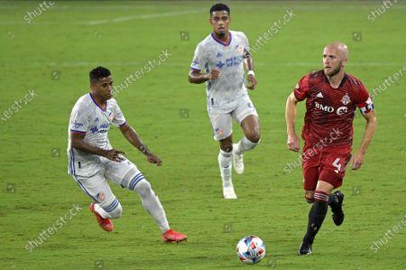 Cincinnati midfielder Allan Cruz, left, and Toronto FC midfielder Michael Bradley (4) during the second half of an MLS soccer match, in Orlando, Fla
