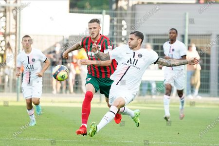 Mauro Icardi of PSG tries a long distance shot