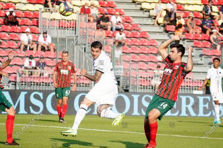 Mauro Icardi of PSG heads towards goal