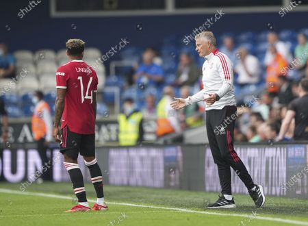 Ole Gunnar Solskjaer - Manager of Manchester United talks with Jesse Lingard of Manchester United