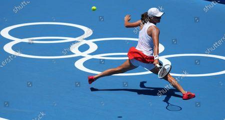 (210724) - TOKYO, July 24, 2021 (Xinhua) - Iga Swiatek of Poland skills during the Tokyo 2020 tennis women's singles first round match between Iga Swiatek of Poland and Mona Barthel of Germany in Tokyo, Japan, July 24, 2021.