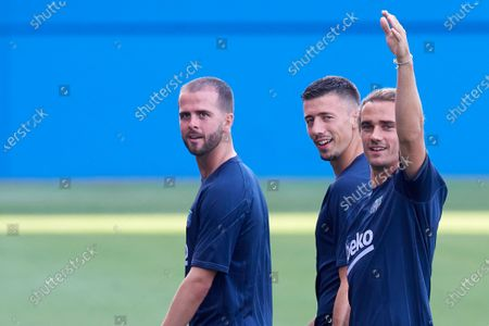 (L-R) Miralem Pjanic, Clement Lenglet, Antoine Griezmann of Barcelona during the warm-up before the pre-season friendly match between FC Barcelona and Girona FC at Estadi Johan Cruyff on July 24, 2021 in Barcelona, Spain.