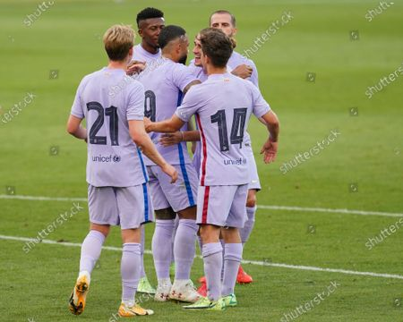 Memphis Depay of FC Barcelona celebrates his goal with his teammates