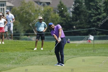 Jhonattan Vegas hits to the sixth green during the third round of the 3M Open golf tournament in Blaine, Minn