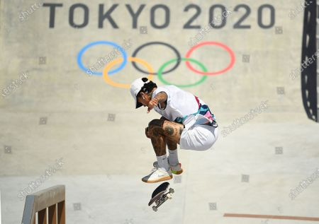 USA's Nyjah Huston competes in the men's street prelims at the 2020 Tokyo Olympics. Huston moved on to the finals later in the afternoon. (Wally Skalij /Los Angeles Times)