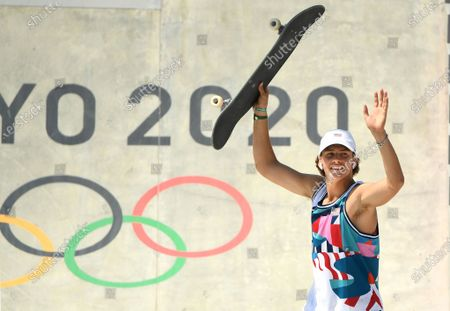 USA's Jagger Eaton celebrates his bronze medal in the Men's Street Final at the 2020 Tokyo Olympics. (Wally Skalij /Los Angeles Times)