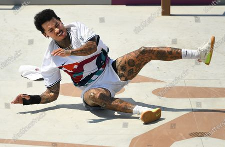 Stock Image of USA's Nyjah Huston falls in the Men's Street Final at the 2020 Tokyo Olympics. (Wally Skalij /Los Angeles Times)