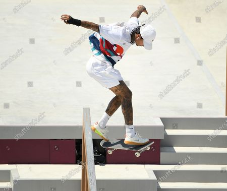 USA's Nyjah Huston misses the rail in the Men's Street Final at the 2020 Tokyo Olympics. (Wally Skalij /Los Angeles Times)