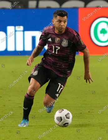 Mexico midfielder Jesus Corona (17) against Honduras during the second half of a CONCACAF Gold Cup soccer match, in Glendale, Ariz