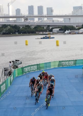 Great Britain's Jonathan Brownlee leads the front group