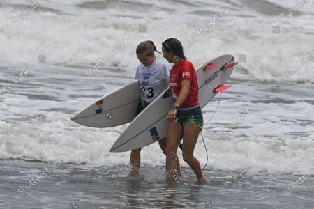 Stock Image of (210726) - CHIBA, July 26, 2021 (Xinhua) - Pauline Ado (L) of France and Sally Fitzgibbons of Australia talk after Tokyo 2020 women's round 3 heat of surfing at Tsurigasaki Surfing Beach in Chiba Prefecture, Japan, July 26, 2021.