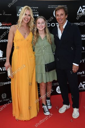 Valeria Mazza with her husband Alejandro Gravier and daughter Taina