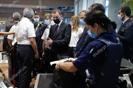Visit of (C) Olivier Dussopt (Minister Delegate in charge of Public Accounts) to attend a control operation carried out by customs officials on non-Community flights upon arrival in France, Airport Nice-Côte d'Azur,