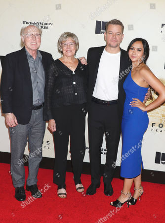Matt Damon poses with his mother Nancy Carlsson-Paige and her husband Doug Kline and his daughter Alexia Barroso (R)