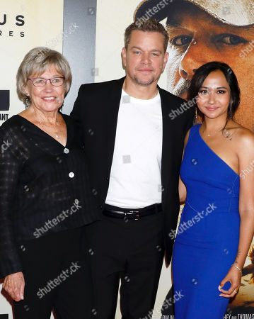Matt Damon poses with his mother Nancy Carlsson-Paige and daughter Alexia Barroso