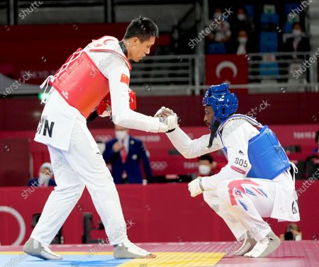 Stock Photo of (210727) - TOKYO, July 27, 2021 (Xinhua) - Sun Hongyi of China (L) shakes hands with Mahama Cho of Britain during the men's 80kg+ taekwondo round of 16 match at the Tokyo 2020 Olympic Games in Tokyo, Japan, July 27, 2021.