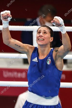 (210728) - TOKYO, July 28, 2021 (Xinhua) - Irma Testa of Italy celebrates after winning the boxing women's feather (54-57kg) quarterfinal against Caroline Veyre of Canada at the Tokyo 2020 Olympic Games in Tokyo, Japan, July 28, 2021.