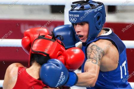 (210728) - TOKYO, July 28, 2021 (Xinhua) - Irma Testa (R) of Italy competes during the boxing women's feather (54-57kg) quarterfinal against Caroline Veyre of Canada at the Tokyo 2020 Olympic Games in Tokyo, Japan, July 28, 2021.