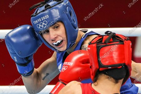 (210728) - TOKYO, July 28, 2021 (Xinhua) - Irma Testa (L) of Italy competes during the boxing women's feather (54-57kg) quarterfinal against Caroline Veyre of Canada at the Tokyo 2020 Olympic Games in Tokyo, Japan, July 28, 2021.