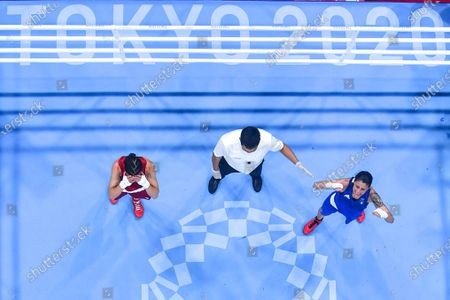 (210728) - TOKYO, July 28, 2021 (Xinhua) - Irma Testa (R) of Italy celebrates after winning the boxing women's feather (54-57kg) quarterfinal against Caroline Veyre of Canada at the Tokyo 2020 Olympic Games in Tokyo, Japan, July 28, 2021.