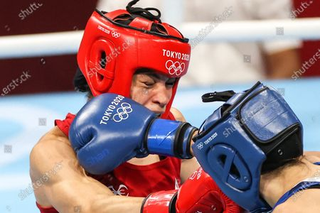 (210728) - TOKYO, July 28, 2021 (Xinhua) - Caroline Veyre of Canada (L) skills during the boxing women's feather (54-57kg) quarterfinal against Irma Testa of Italy at the Tokyo 2020 Olympic Games in Tokyo, Japan, July 28, 2021.