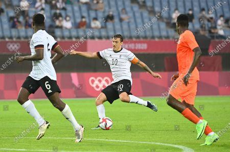 (210728) - MIYAGI, July 28, 2021 (Xinhua) - Max Kruse (C) of Germany competes during the Tokyo 2020 men's football group D match against Ivory Coast in Miyagi, Japan, July 28, 2021.