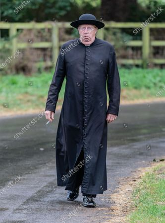 """Mark Williams who plays title role """"Father Brown"""""""