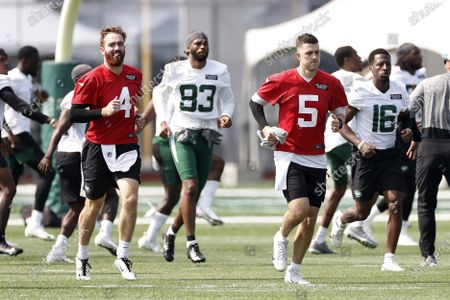 New York Jets quarterbacks James Morgan (4) and Mike White (5) warm up during NFL football practice, in Florham Park, N.J