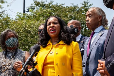Arndrea King speaks at a press conference with the Texas Black Legislative Caucus, Martin Luther King III, and Rev. Al Sharpton on voting rights at the Martin Luther King Jr. Memorial.  Caucus members are in Washington, DC, while breaking quorum to prevent passage of a bill regricting voting rights in the Texas legislature.  Left to right: Rep. Rhetta Bowers, Arndrea King, Rep. Ron Reynolds (back), Rev. Al Sharpton