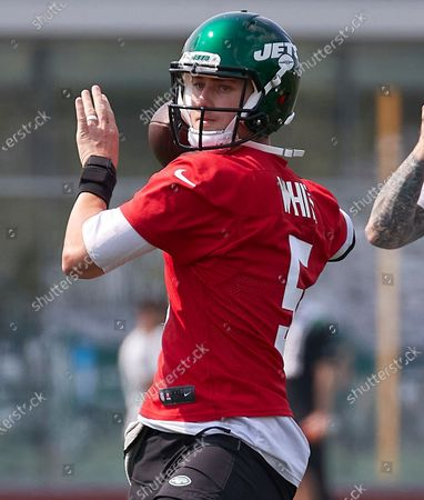 , 2021, Florham Park, New Jersey, USA: New York Jets quarterback Mike White (5) takes part in a drill during morning training camp session at the Atlantic Health Jets Training Center, Florham Park, New Jersey