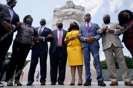Stock Photo of From left, Texas State Representatives Rep. Jarvis Johnson, Rep. Rhetta Bowers, Rep. Ron Reynolds, Martin Luther King III, Arndrea Waters King, Rev. Al Sharpton, Rep. Carl Sherman, and Rep. Jasmine Crockett, prepare to say a prayer after a news conference with the Texas State Democratic Delegation at the Martin Luther King, Jr. Memorial, in Washington