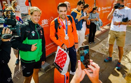 Dutch cyclist Tom Dumoulin (C) arrives at the Olympic Festival in Scheveningen, Netherlands, 29 July 2021. Tom Dumoulin of the Netherlands won the silver medal in the men's Road Cycling Time Trial of the Tokyo 2020 Olympic Games at the Fuji International Speedway in Oyama, Japan, 28 July 2021.