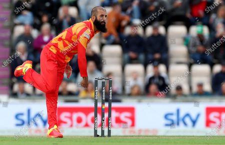 Moeen Ali of Birmingham Phoenix in bowling action.