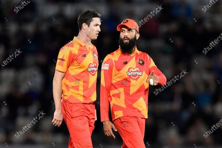 Moeen Ali of Birmingham Phoenix gives instructions to Adam Milne of Birmingham Phoenix during the The Hundred match between Southern Brave and Birmingham Phoenix Men at the Ageas Bowl, Southampton